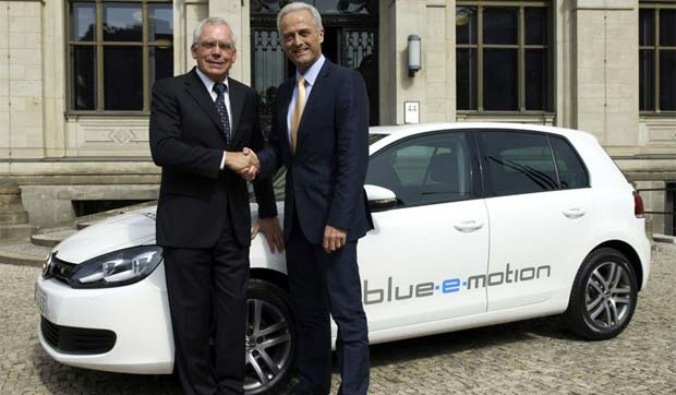 Volkswagen Golf Blue E Motion Concept