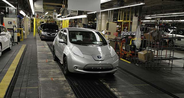 2013-Nissan-Leaf-Assembly