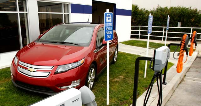 hertz on demand adds chevrolet volt to uconn fleet. Black Bedroom Furniture Sets. Home Design Ideas
