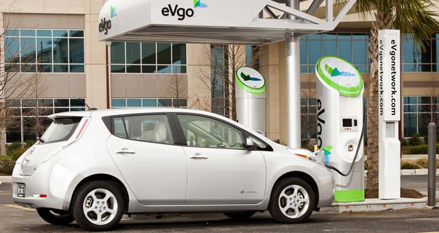 Nissan-Leaf-Charging