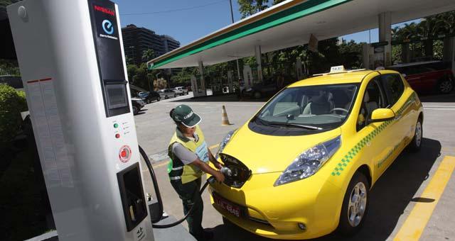 Nissan-Leaf-Taxi