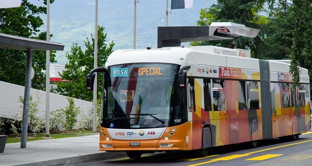 flash-charging-electric-bus