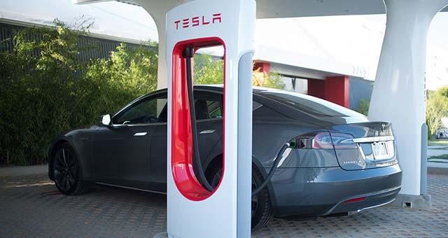 Model-S-Charging