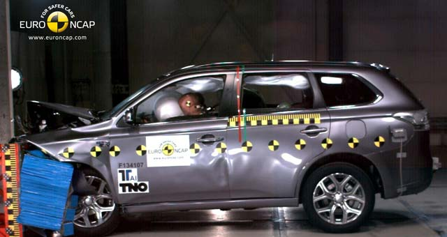 Outlander-PHEV-Crash-Test