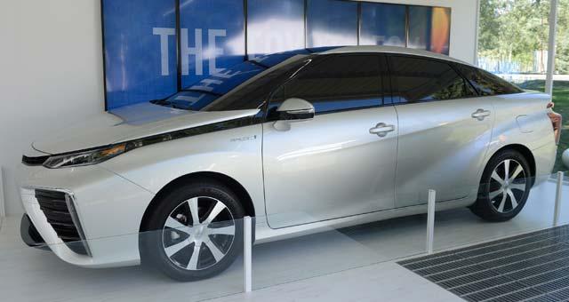 Toyota-FCV-American-Debut
