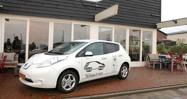 Nissan-Leaf-Schylge-E-Auto