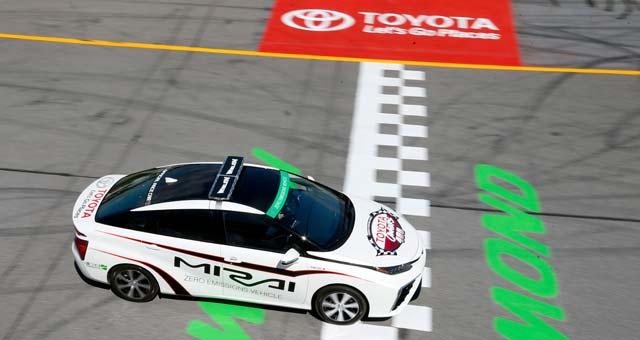 Toyota-Mirai-Pace-Car_1