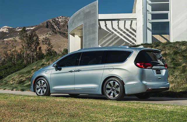 2017-chrysler-pacifica-hybrid_2